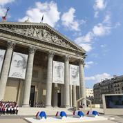Au Panthéon, quatre cercueils drapés de bleu-blanc-rouge