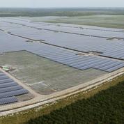 À Cestas, une gigantesque centrale solaire défie le nucléaire
