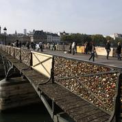 Paris: les cadenas du pont des Arts bientôt retirés