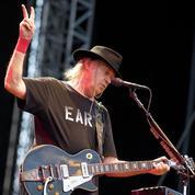 Neil Young s'attaque à Monsanto et à Starbucks dans son nouveau clip