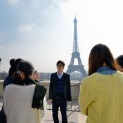 Manuel Valls reçoit une pétition contre l'insécurité signée par plus de 25.000 Asiatiques