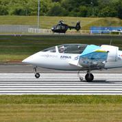 L'e-fan vole au Bourget, avant sa traversée de la Manche