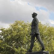 18juin: le large képi du général de Gaulle