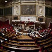 Loi Macron : rejetée, la motion de censure mobilise moins qu'en février
