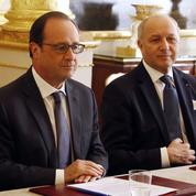 François Hollande joue la carte de l'unité nationale