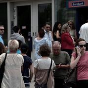 Les Grecs se ruent sur les distributeurs après l'annonce du referendum
