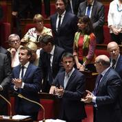Valls pousse les députés PS à rendre hommage à Pasqua