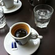 Malgré la chaleur, les cafés ne sont pas obligés de servir un verre d'eau