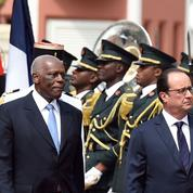 En Angola, Hollande parle contrats