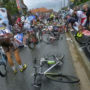 Quand les coureurs du Tour chutent sans raison apparente