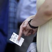 Après les euros, les Grecs se ruent sur les passeports