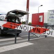 Attaque dans un centre commercial des Hauts-de-Seine: les employés ont pu sortir