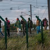 Migrants: Cazeneuve blâme Eurotunnel, l'opposition accuse le gouvernement