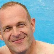 Steeve Briois à la piscine : l'étrange amalgame d'un élu socialiste
