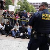 Après l'hommage à Michael Brown, Ferguson placé en état d'urgence