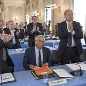 Couacs de communication sur la date de démission de François Rebsamen