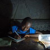 Ces panneaux solaires qui illuminent les rues kenyanes