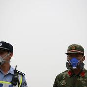 À Tianjin, après la pluie, une mystérieuse mousse blanche envahit la ville