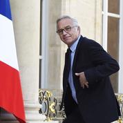 Démissionnaire, François Rebsamen restera en poste encore plusieurs jours