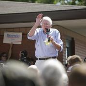 Chez les démocrates, Sanders attire les foules tandis que Clinton est à la peine