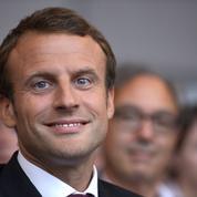 Emmanuel Macron divise les militants socialistes