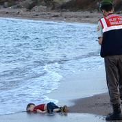 Migrants : la photo d'un enfant mort noyé bouleverse la classe politique