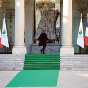 Hollande dramatise les enjeux de la COP21