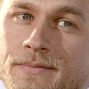 Charlie Hunnam regrette encore et toujours 50 nuances de Grey
