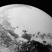 Pluton, de nombreuses surprises glacées