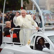 Le pape François rend un hommage chaleureux à Fidel Castro
