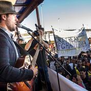 Charlie Winston improvise pour les réfugiés à Calais