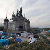 Pour les migrants, Dismaland, l'anti-Disney de Banksy déménage à Calais