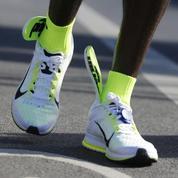 Il rate un record du monde de marathon à cause de ses semelles