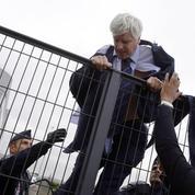 Air France: que risquent les salariés qui ont violenté la direction?