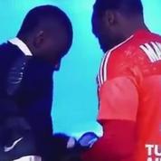 Quand le capitaine de l'OM récupère un maillot du PSG en cachette
