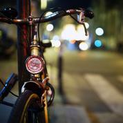 Led, mitaines lumineuses... Les dernières techniques des cyclistes pour se rendre visibles