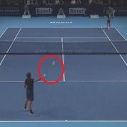 Le geste magique de Federer avec sa raquette «qui colle»