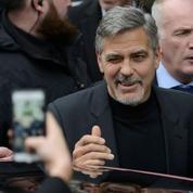 Écosse: George Clooney visite un café employant des ex-sans-abris