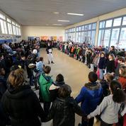 À l'école, une minute de silence sous tension