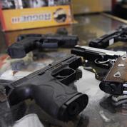Malgré la demande, la plupart des particuliers ne peuvent pas se procurer d'armes à feu