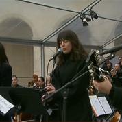 Brel et Barbara chantés aux Invalides: entre larmes et moqueries