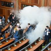 Kosovo : l'opposition utilise du gaz lacrymogène au Parlement pour exprimer son désaccord