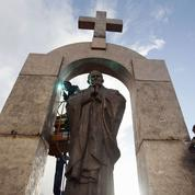 Ploërmel gardera sa statue de Jean-Paul II
