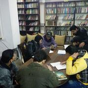En Syrie, des passeurs de livres sous les bombes
