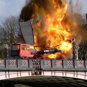 L'explosion d'un bus pour un film terrifie les Londoniens