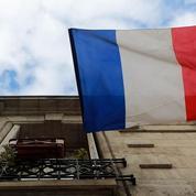 «N'interdisez pas le drapeau français: ce n'est pas un tapis qu'on secoue aux fenêtres»