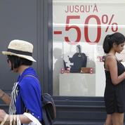 En 2015, les Françaises ont dépensé 385 euros pour leur garde-robe