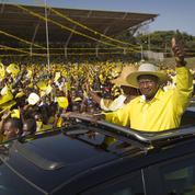 En Ouganda, la longue dérive autoritaire de Museveni, candidat à sa succession