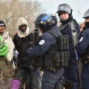 À Calais, l'État place ses «maraudeurs» sous escorte policière