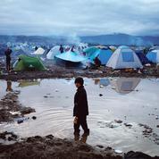 Migrants: dans le froid et la boue du camp grec d'Idomeni